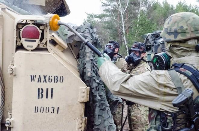 Quy trình khử độc từ vũ khí hủy diệt hàng loạt của quân đội Mỹ ảnh 7