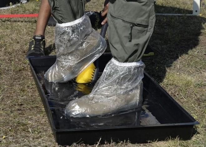 Quy trình khử độc từ vũ khí hủy diệt hàng loạt của quân đội Mỹ ảnh 10