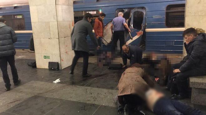 Hiện trường hỗn loạn sau vụ nổ tàu điện ngầm Nga ảnh 2