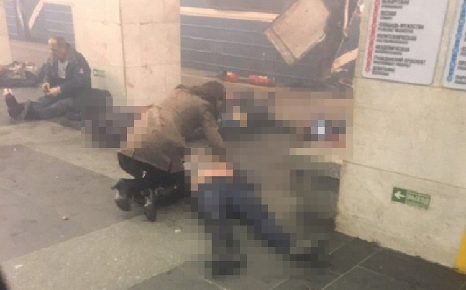Hiện trường hỗn loạn sau vụ nổ tàu điện ngầm Nga ảnh 3