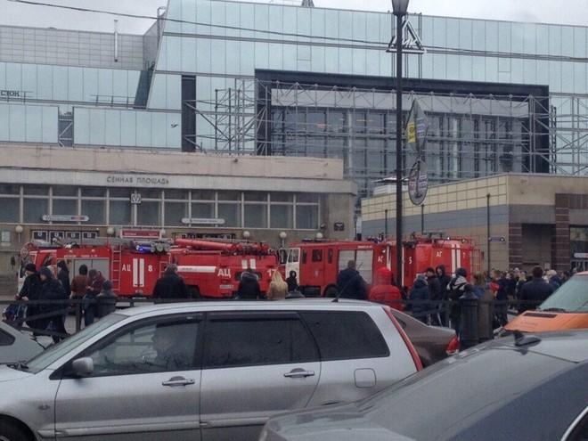 Hiện trường hỗn loạn sau vụ nổ tàu điện ngầm Nga ảnh 4