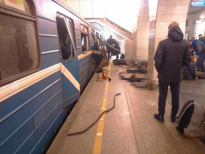 Hiện trường hỗn loạn sau vụ nổ tàu điện ngầm Nga ảnh 5