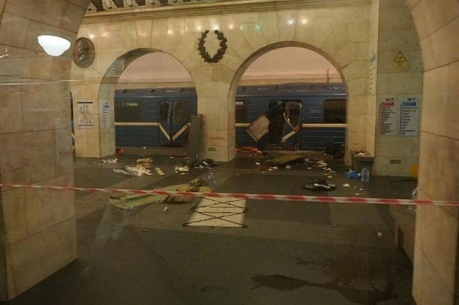Hiện trường hỗn loạn sau vụ nổ tàu điện ngầm Nga ảnh 6
