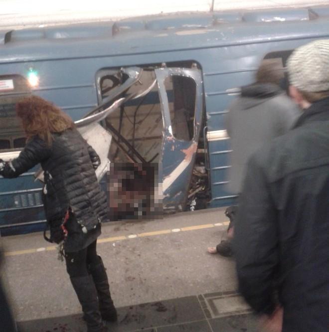Hiện trường hỗn loạn sau vụ nổ tàu điện ngầm Nga ảnh 7