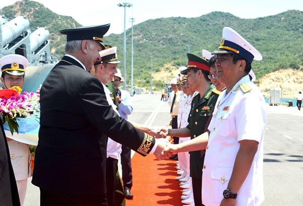 Tuần dương hạm Hải quân Nga thăm Cảng Cam Ranh ảnh 1