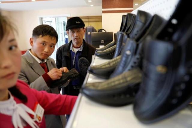 Sự bùng nổ của hàng hóa gắn mác Triều Tiên giữa vòng vây cấm vận ảnh 5