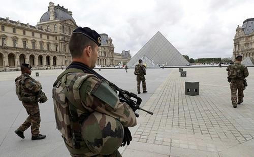 Thách thức bủa vây tân tổng thống Pháp ảnh 2