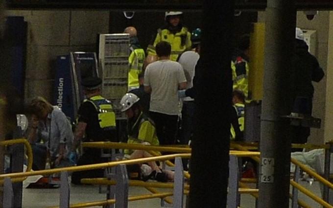 Cảnh sát Anh phong toả hiện trường vụ nổ nghi khủng bố ảnh 3