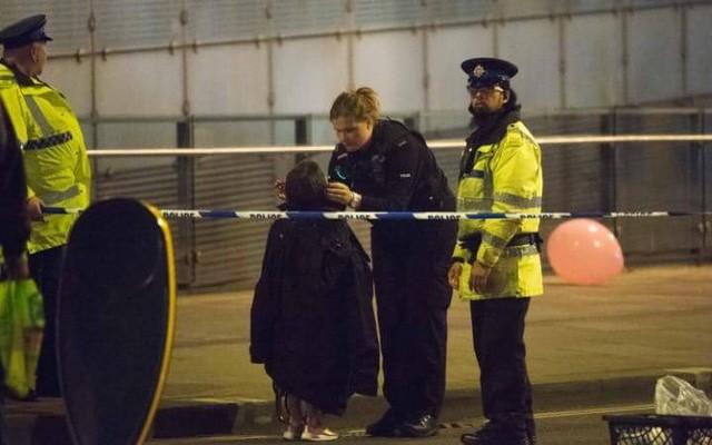 Cảnh tượng kinh hoàng sau vụ nổ tại nhà thi đấu ở Anh ảnh 2
