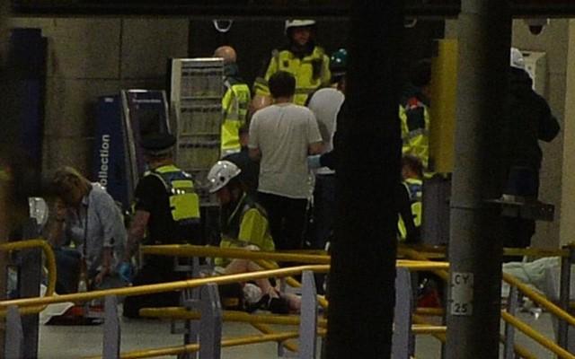 Cảnh tượng kinh hoàng sau vụ nổ tại nhà thi đấu ở Anh ảnh 3
