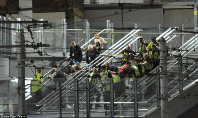 Cảnh tượng kinh hoàng sau vụ nổ tại nhà thi đấu ở Anh ảnh 5