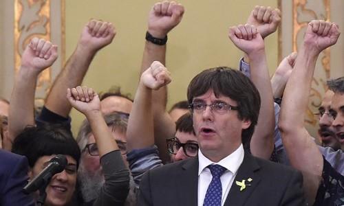 Tương lai bấp bênh của Catalonia sau khi tự tuyên bố độc lập ảnh 1