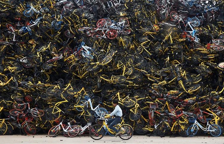 """Những """"nghĩa trang"""" xe đạp khổng lồ ở Trung Quốc ảnh 1"""