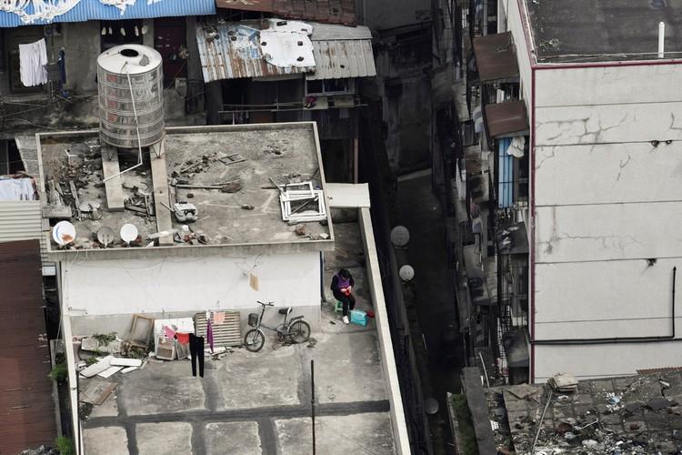 Người Vũ Hán đếm ngược đến ngày rời 'nhà tù' ban công, sân thượng ảnh 10