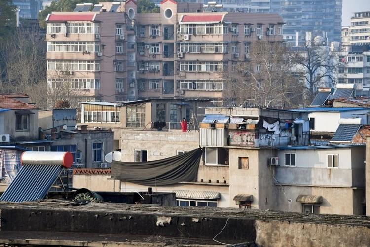 Người Vũ Hán đếm ngược đến ngày rời 'nhà tù' ban công, sân thượng ảnh 11