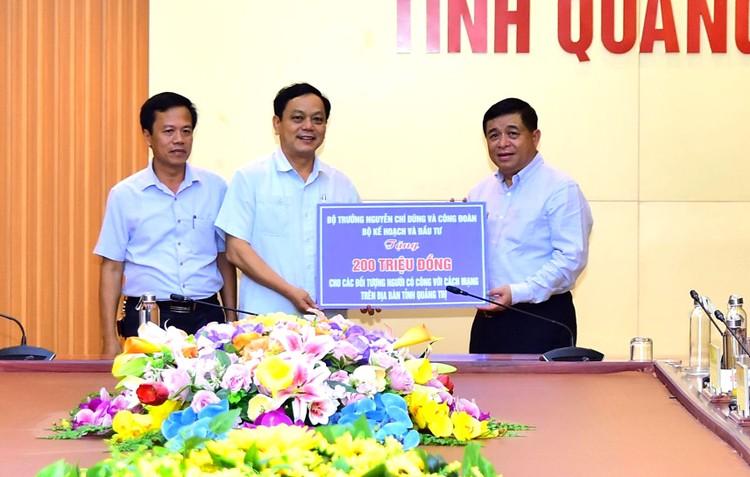 Bộ trưởng Bộ Kế hoạch và Đầu tư Nguyễn Chí Dũng tiếp xúc cử tri sau Kỳ họp thứ 9, Quốc hội khóa XIV ảnh 2