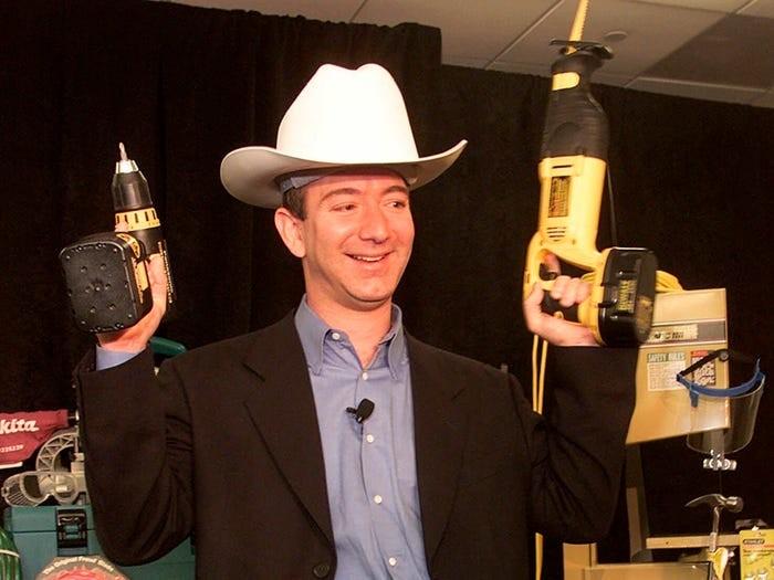 Jeff Bezos đã xây dựng đế chế Amazon và trở thành người giàu có nhất thế giới như thế nào? ảnh 1
