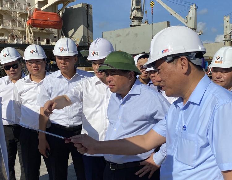 Bộ trưởng Nguyễn Chí Dũng đôn đốc giải ngân vốn đầu tư công tại địa phương ảnh 1