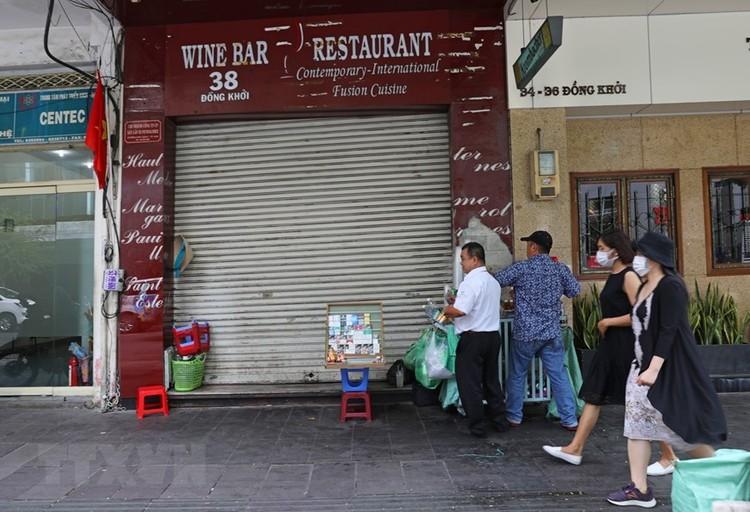 Hàng loạt cửa hàng ở TP Hồ Chí Minh phải đóng cửa do ế ẩm ảnh 1