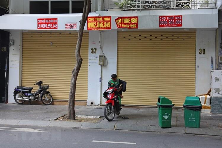 Hàng loạt cửa hàng ở TP Hồ Chí Minh phải đóng cửa do ế ẩm ảnh 3