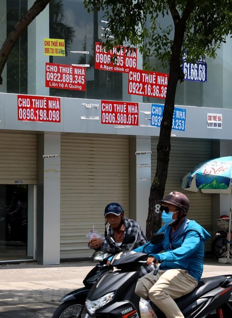 Hàng loạt cửa hàng ở TP Hồ Chí Minh phải đóng cửa do ế ẩm ảnh 6