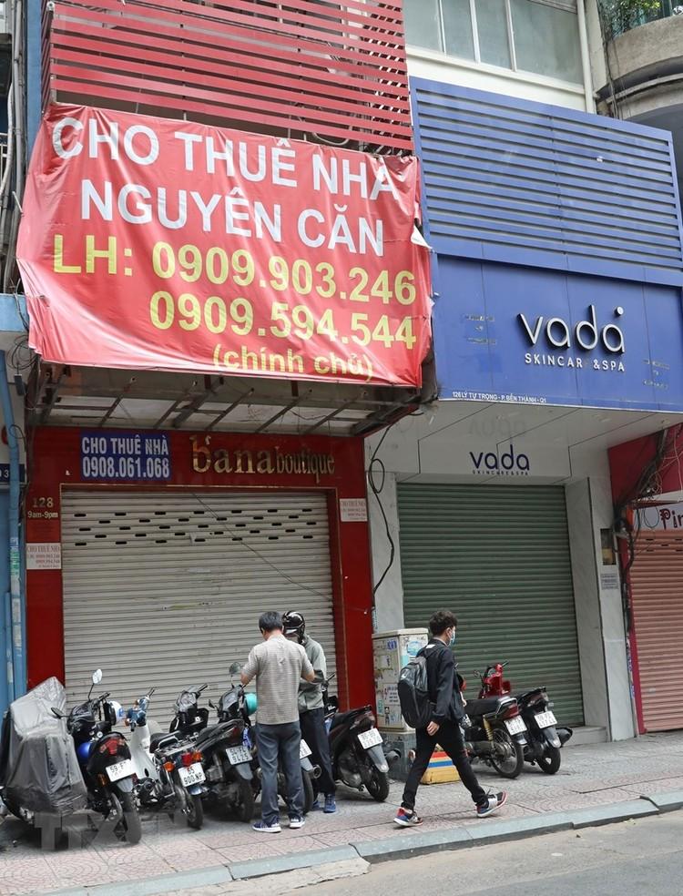Hàng loạt cửa hàng ở TP Hồ Chí Minh phải đóng cửa do ế ẩm ảnh 10