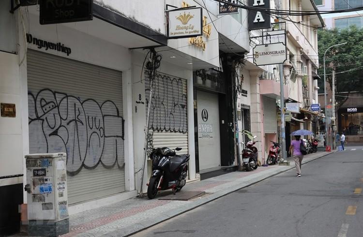 Hàng loạt cửa hàng ở TP Hồ Chí Minh phải đóng cửa do ế ẩm ảnh 11