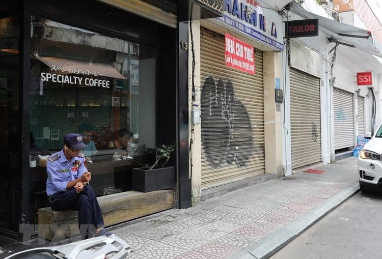 Hàng loạt cửa hàng ở TP Hồ Chí Minh phải đóng cửa do ế ẩm ảnh 13