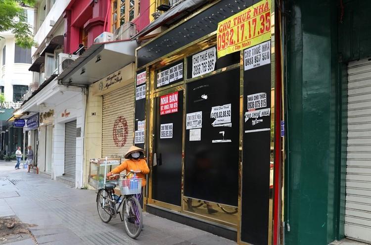 Hàng loạt cửa hàng ở TP Hồ Chí Minh phải đóng cửa do ế ẩm ảnh 14