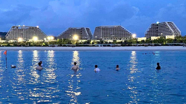 Khách sạn lớn nhất Việt Nam sắp khánh thành tại Quy Nhơn có gì? ảnh 1