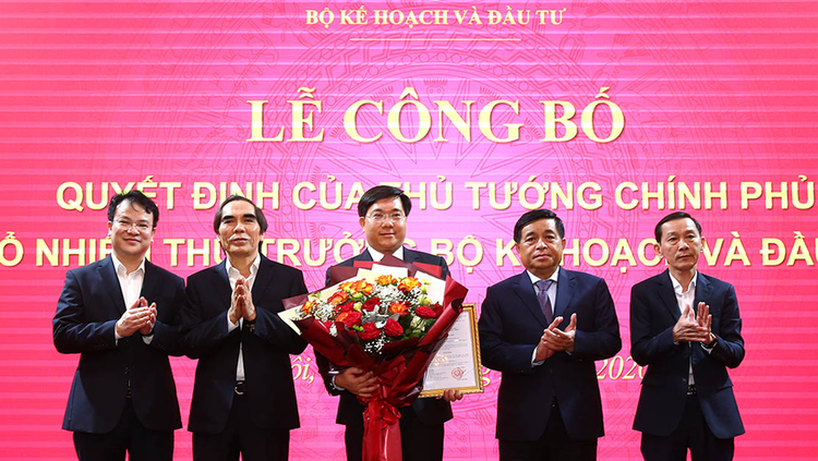 Trao quyết định bổ nhiệm tân Thứ trưởng Bộ KH&ĐT Trần Duy Đông ảnh 2