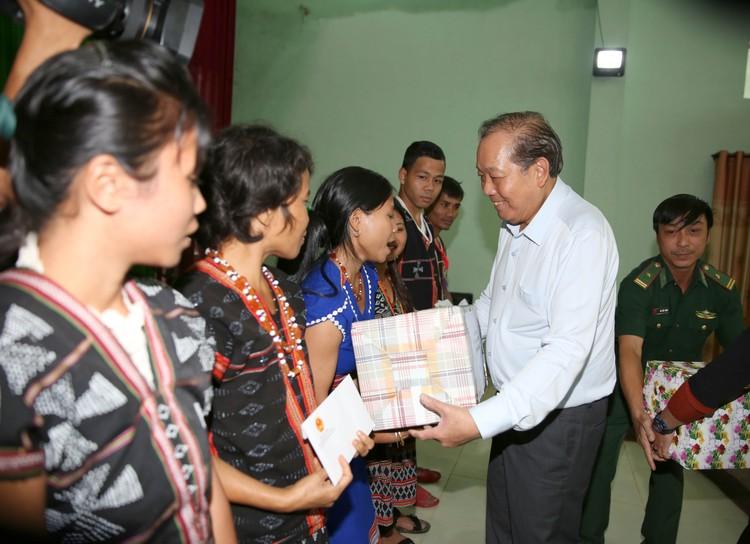 Phó Thủ tướng Thường trực động viên nhân dân, chỉ đạo cứu trợ lũ lụt tại Quảng Nam ảnh 1