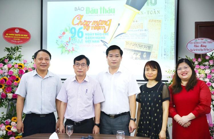 Lãnh đạo Bộ KH&ĐT chúc mừng Báo Đấu thầu nhân kỷ niệm 96 năm ngày Báo chí Cách mạng Việt Nam ảnh 1