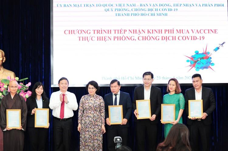 Tập đoàn Hưng Thịnh trao tặng 50 tỷ đồng kinh phí mua vắc-xin ngừa Covid-19 ảnh 2